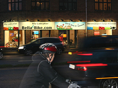 bella_bike_bynight