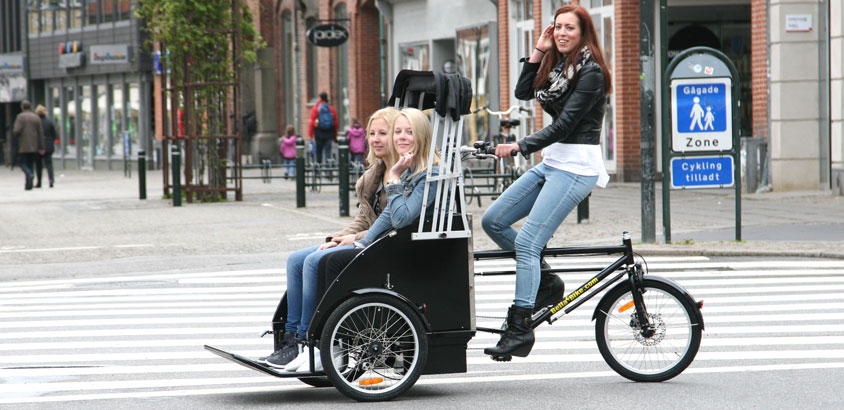 En Bellabike rickshaw ladcykel med tilfredse passagerer