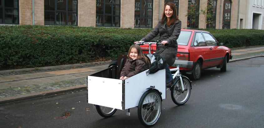 En ladcykel med hvidt stel og hvid kasse fra BellaBike