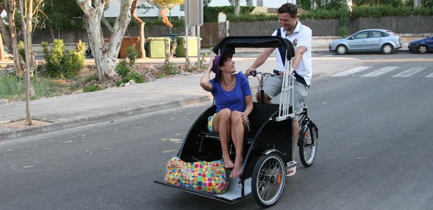 En rickshaw cykeltaxa på tur