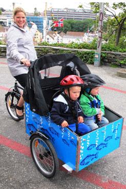 Astrid og Kjetil elsker begge deres cykel og oplever også, at mange kigger efter dem når de cykler.